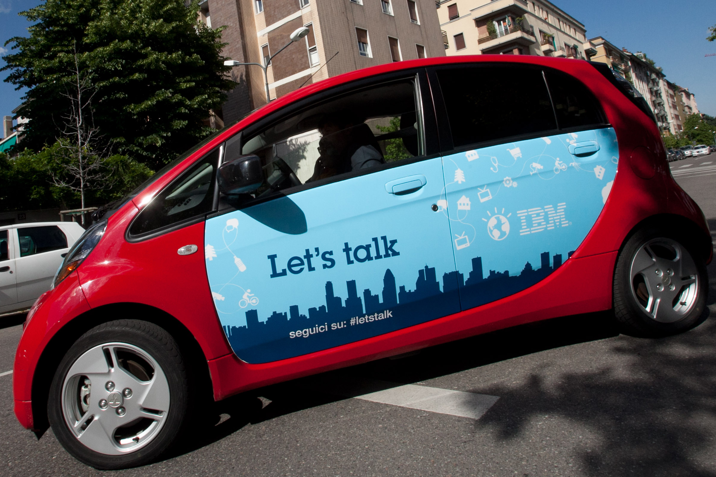 let's talk car in the streets of Milan